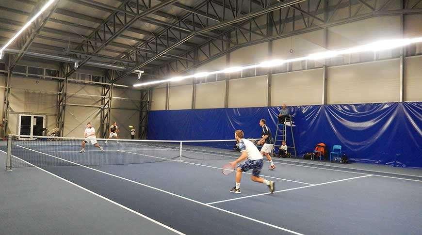 teren de tenis acoperit frisoat