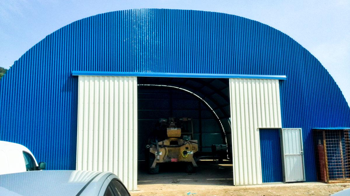 hala metalica constructii provizorii usa exterior